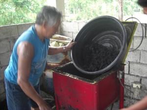(7) Put it in the briquettor