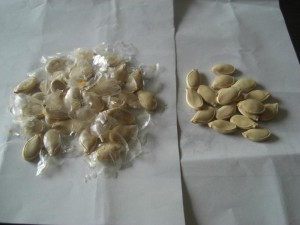 2. Dry the seeds under the sun until thin transparent skins come off. Then remove all the skins.