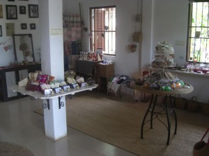 (Kru Khmer: in the shop)